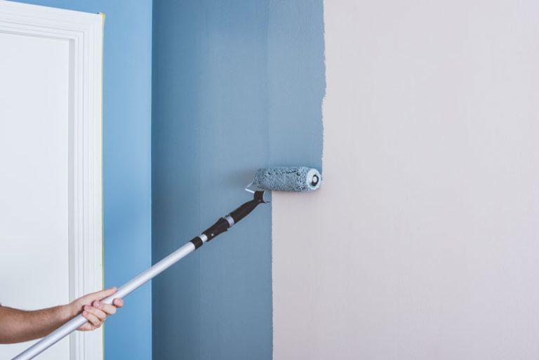 Male væg med rulle