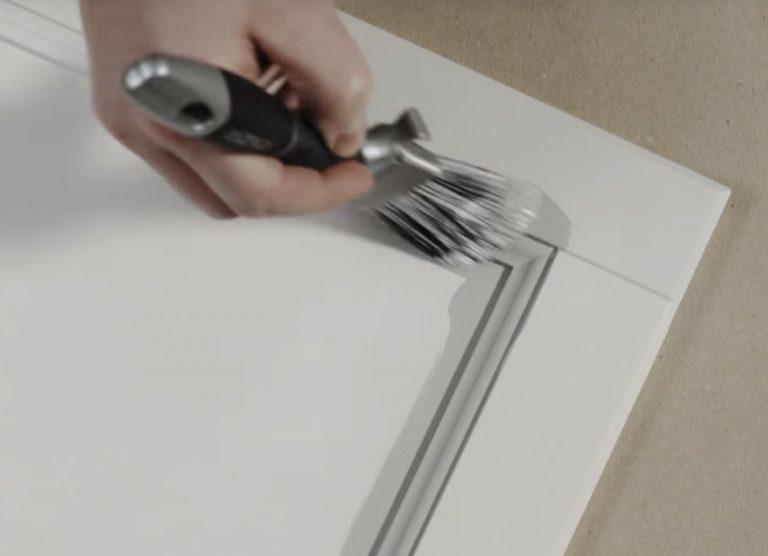 Male køkkenlåger - detaljer med pensel