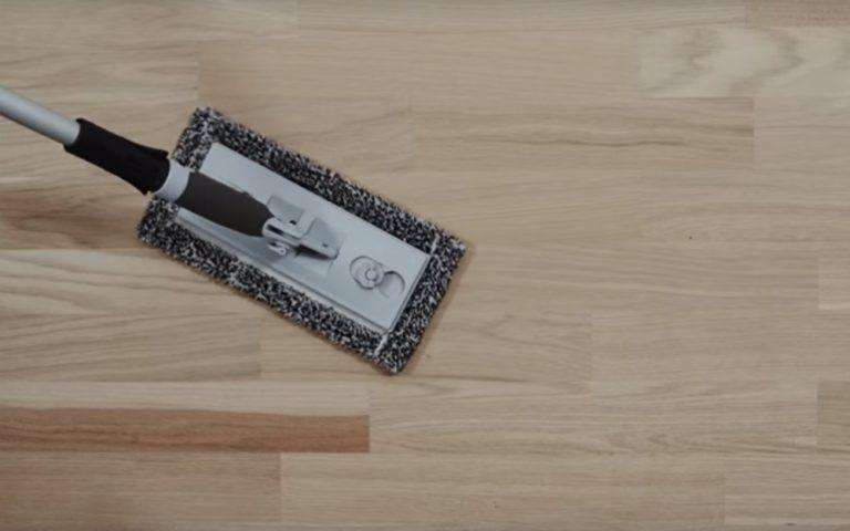 Slibeværktøj med moppe på gulv